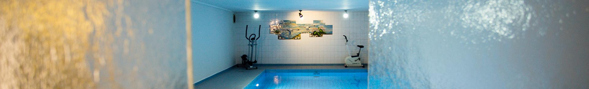 Slide – 3 Pool und Sauna